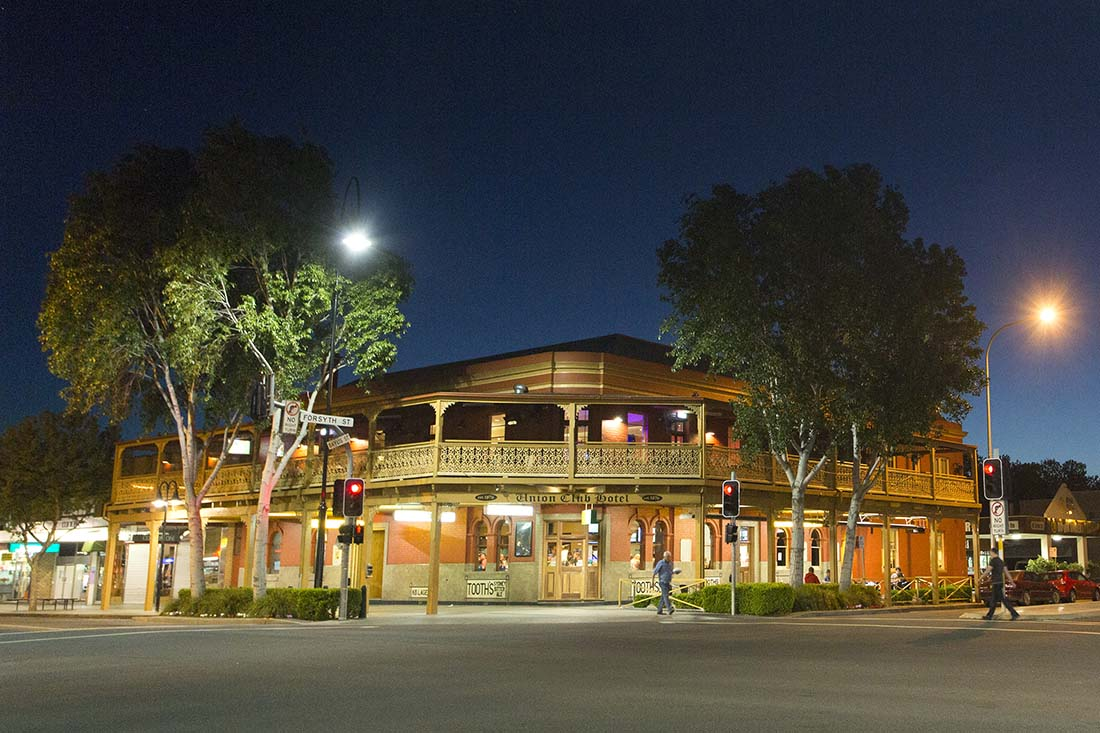 Frant facade of the Union Club Hotel Bistro & Steakhouse in Wagga Wagga